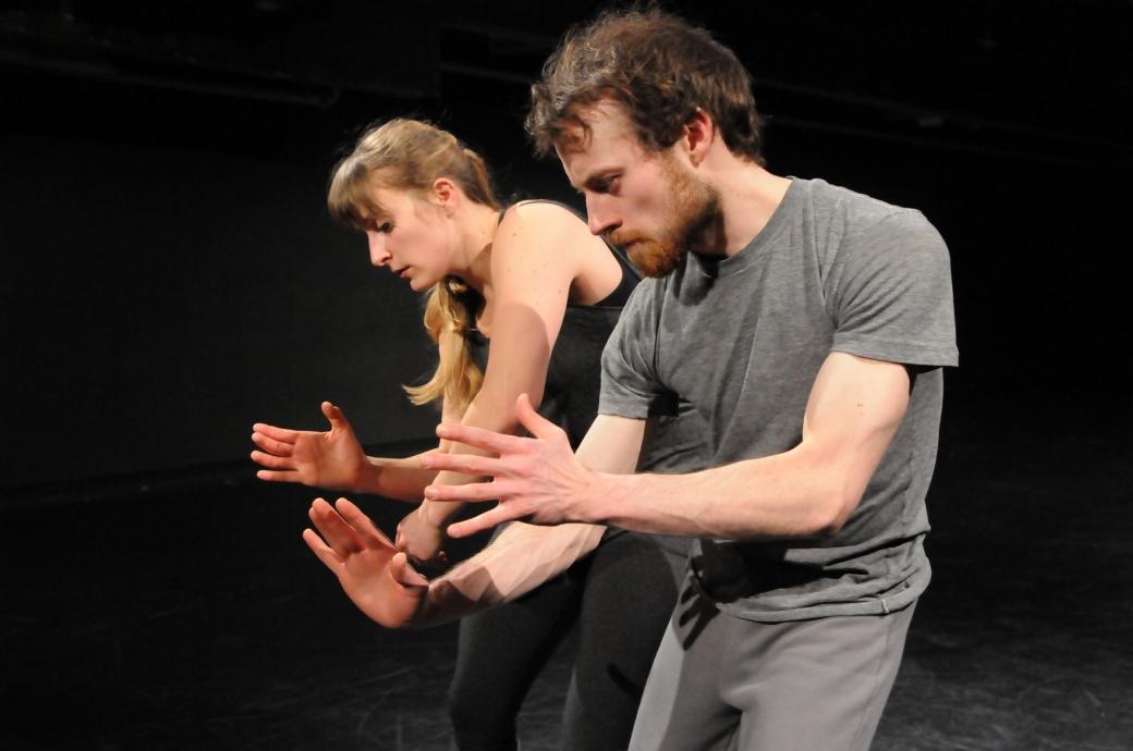 Aisthesis (2015) - Chorégraphie Josiane Fortin - Photo Cindy Lopez - Interprètes Myriam Tremblay-Quévillon et Antoine Turmine