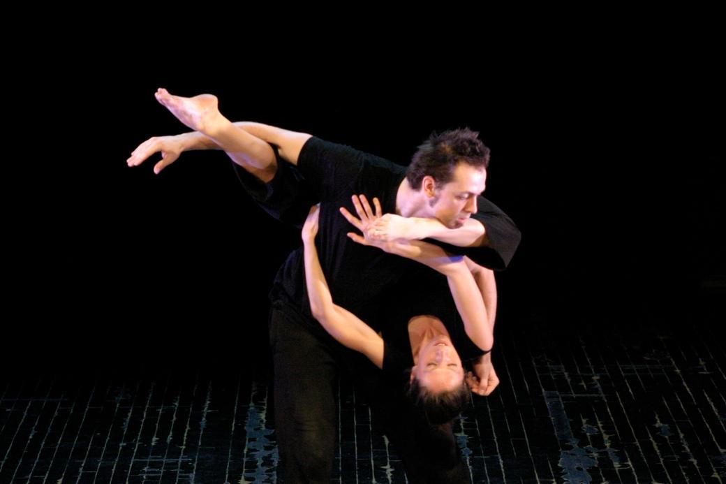 Les voix de l'ombre (2010) - Choregraphie Josiane Fortin - Photo Robert Duguay - Interpretes Catherine Lepage et Bruno Gagnon